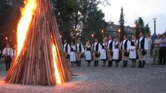 2003 óta minden év augusztus 20-án világszerte fellobban a magyar szolidaritás lángja